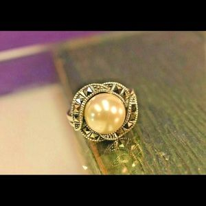 Beautiful Vintage Pearl Ring